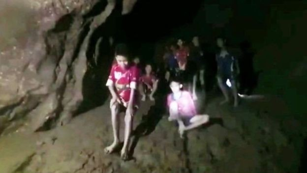 थाइल्याण्डको गुफामा फसेका छ बालकको उद्धार