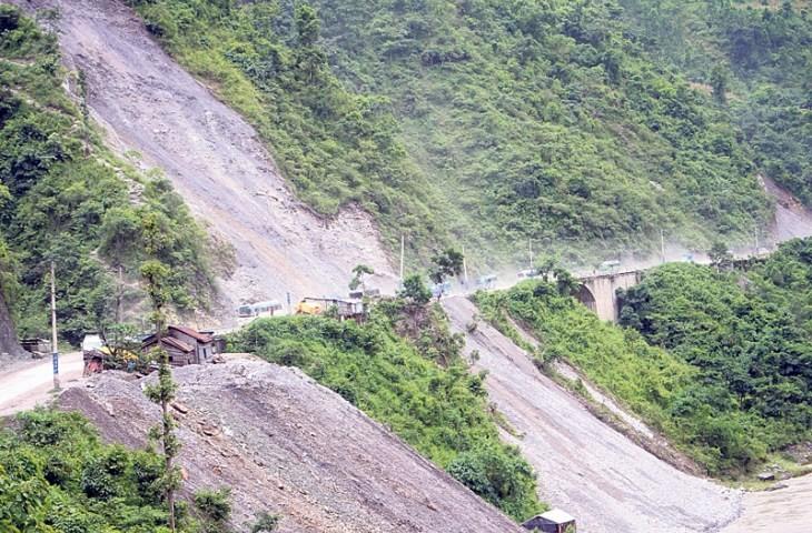 नारायणगढ–मुग्लिन सडक भासियो, सवारी आवागमन एकतर्फी