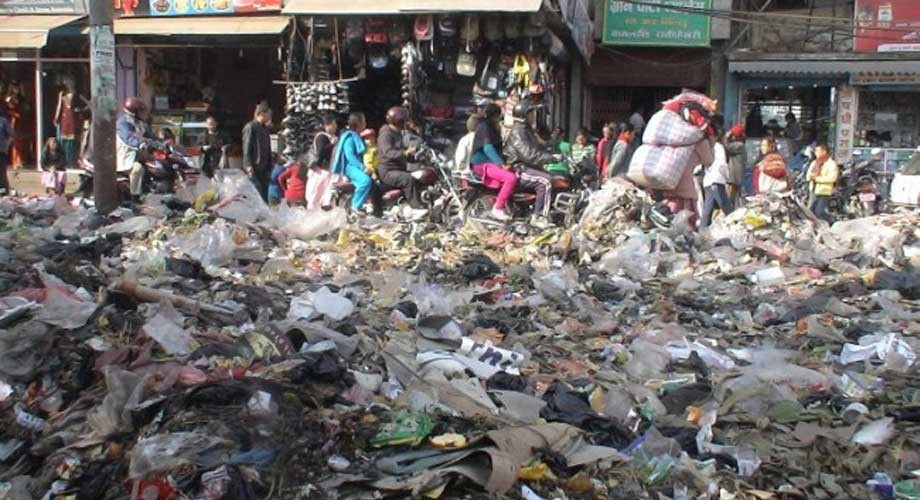 काठमाडाैं महानगरपालिकाले चार दिनमात्रै फोहोर उठाउने !