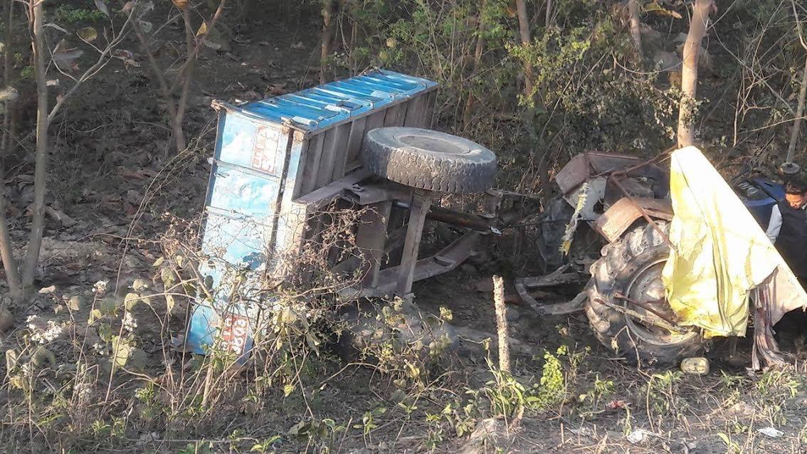 उदयपुरमा ट्याक्टर दुर्घटना, चालकसहित दुईको मृत्यु
