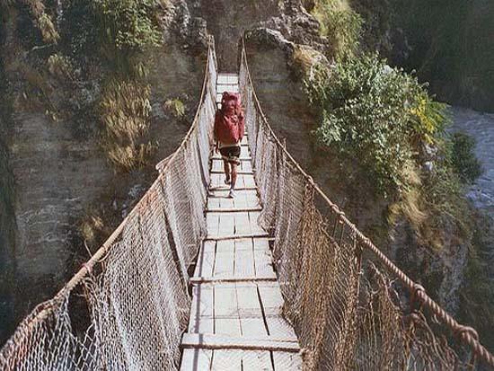 नेपाल–भारत जोड्ने पुल निर्माण तीन महिनादेखि अलपत्र