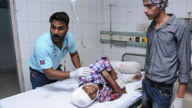 भारतको अमृतसरमा रेलको ठक्करबाट कम्तिमा  ६० जनाको मृत्यु