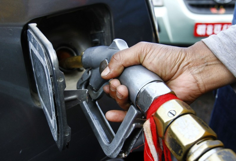 पेट्रोल, डिजेल र मट्टितेलको मूल्य २ रुपेयाँले घट्याे