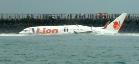 इण्डोनेशियामा १८८ यात्रु सवार विमान समुद्रमा खस्यो