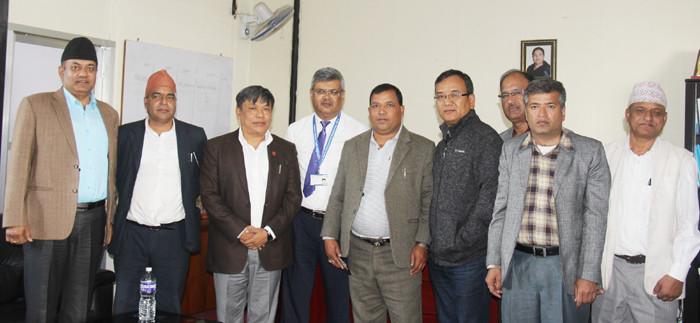 निर्माण व्यवसायी महासंघको प्रतिनिधिमण्डल र सचिव रेग्मीबीच भेटवार्ता