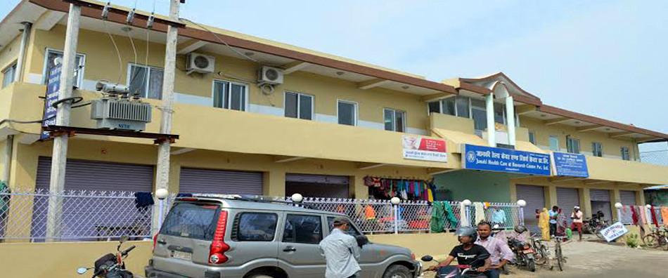स्वास्थ्य राज्यमन्त्रीको अस्पतालमा बिरामी कुरुवामाथि निर्घात कुटपिट, महतोको आँखा फुट्यो