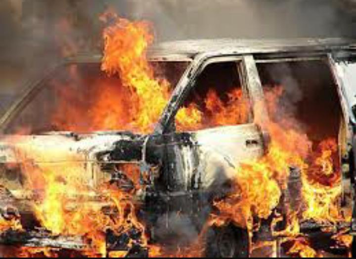 चन्दननाथ नगरपालिकाको गाडीमा आगजनी