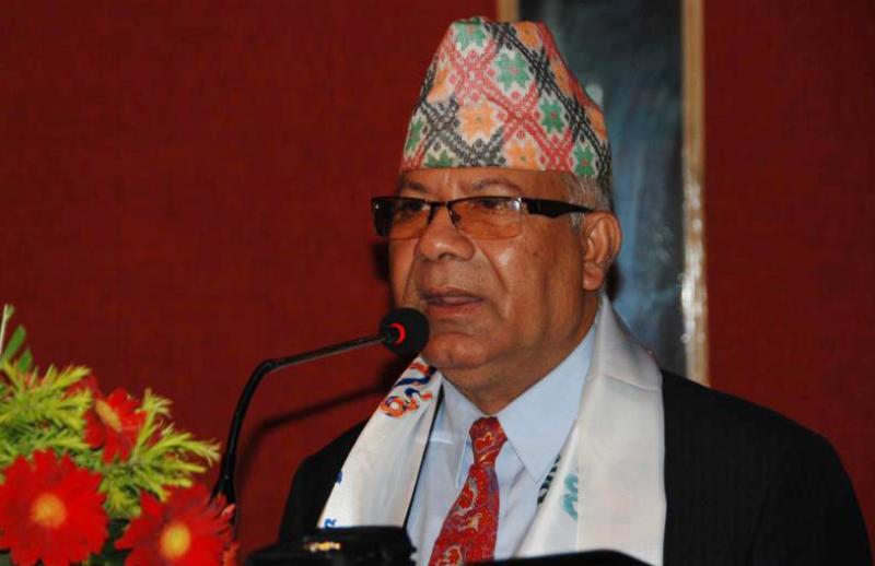 माधव नेपाल भन्छन् 'केपी ओली अस्ताउँदो सूर्य हो'