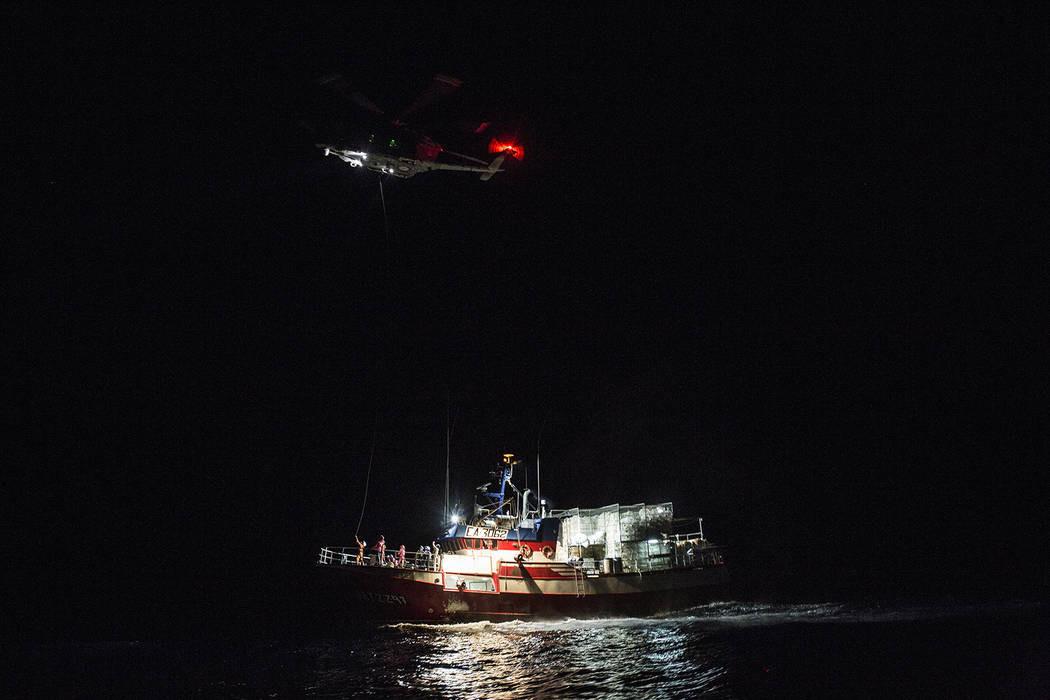 स्पेनमा डुङ्गा दुर्घटना १२ जनाको मृत्यु
