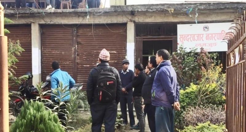 कर्मचारी कुटिएपछि नगरपालिकाको कामकाज ठप्प