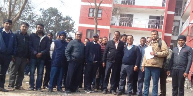 सचिव कुटपिट प्रकरण : हातमा कालोपट्टी बाँधेर कर्मचारीको 'पेन डाउन'