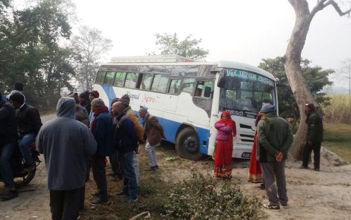 नेपाली तीर्थालु चढेको बस भारतमा दुर्घटना