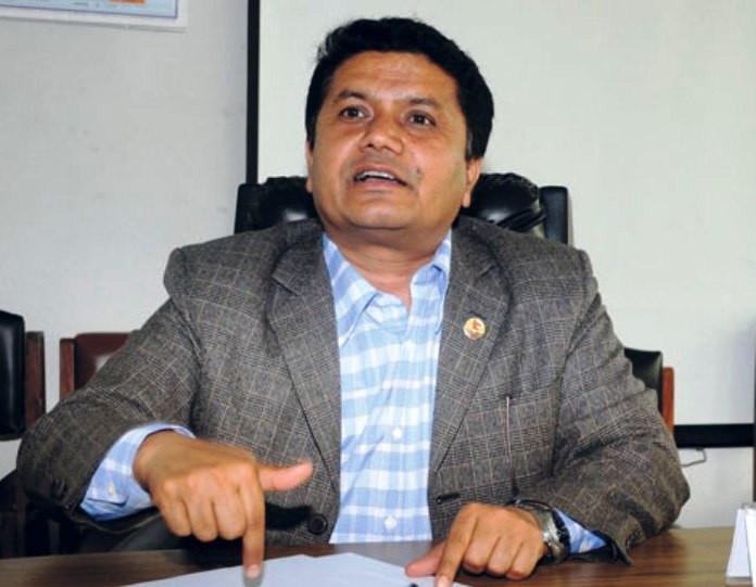 आफ्नै क्षेत्रबाट पर्यटन मन्त्री अधिकारीको राजीनामा माग