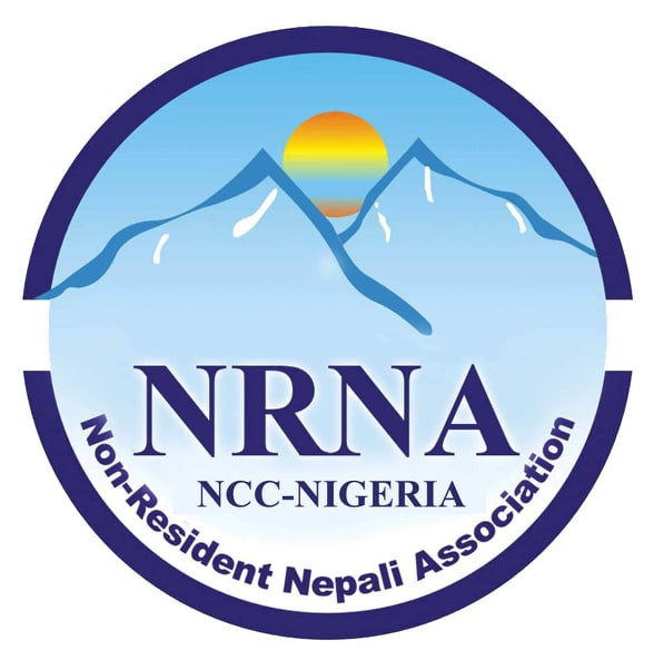 एनआरएनए नाइजेरियाले रक्तदान गर्दै