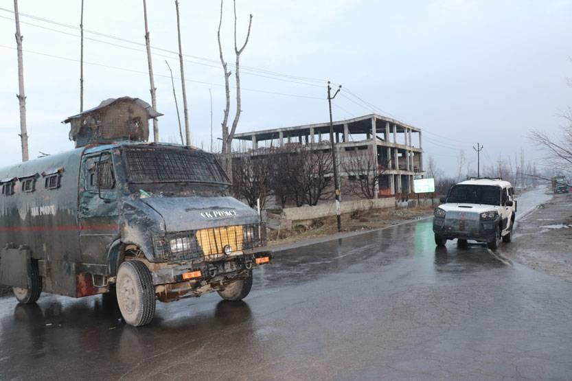जम्मु कश्मीरकाे पुलवामा फेरि झडप, मेजरसहित चारको मृत्यु