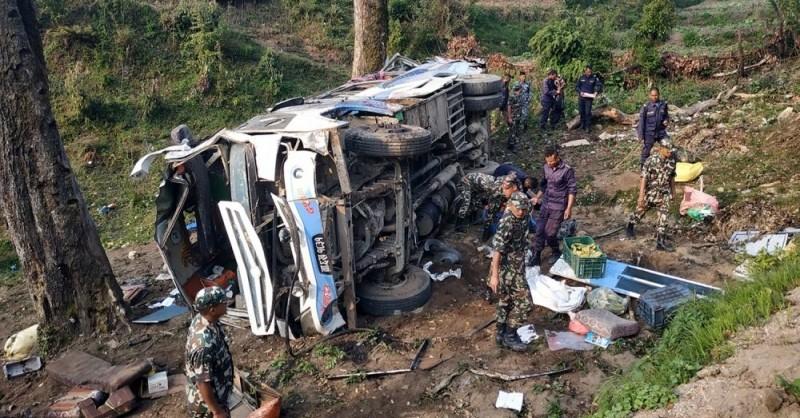 अपडेट : डडेल्धुराको साउखर्कमा बस दुर्घटना, ५ को मृत्यु, ३४ घाइते (घाइतेहरुको नामावली)
