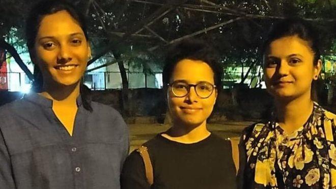 भारतमा पढ्ने विद्यार्थी भन्छन्, 'नेपाल फर्किने मन छ, फर्किन नदिने ?'