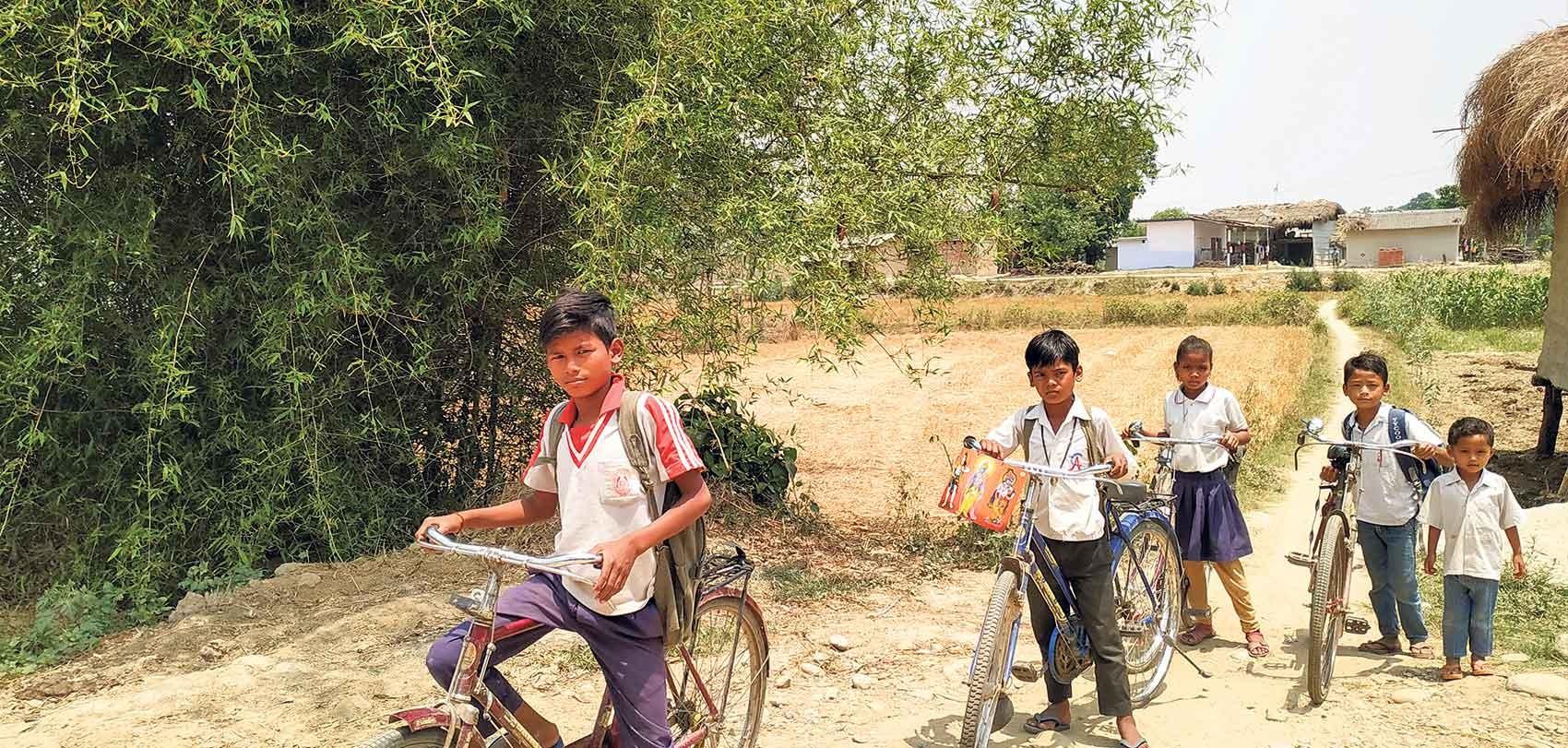 नेपाली बालबालिका भारतीय विद्यालयमा निर्भर