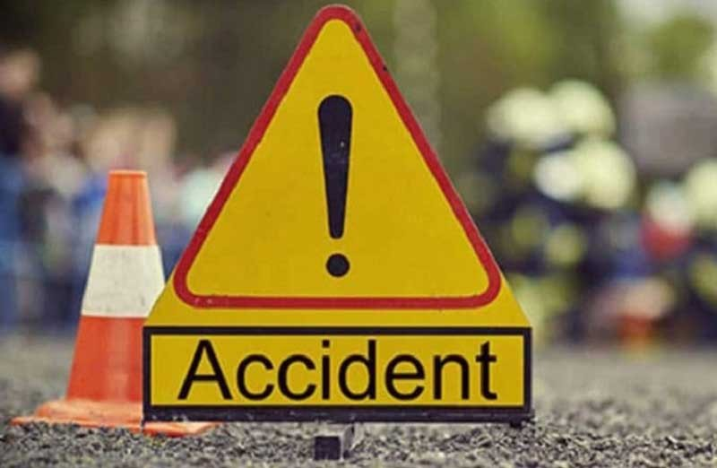 ३ जना सवार स्कुटर दुर्घटना, चालकको मृत्यु, दुई घाइते
