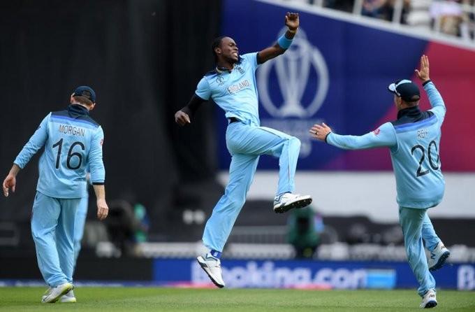 विश्वकप क्रिकेटमा इंग्ल्याण्डकाे विजयी शुरुआत