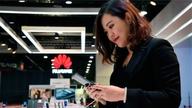 चीनबाहिर ह्वावेईका मोबाइल बिक्री ४० प्रतिशतले घट्यो