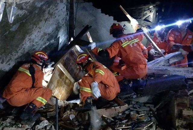 चीनमा शक्तिशाली भूकम्प : १२ को मृत्यु, १३४ घाइते (तस्बिरसहित)
