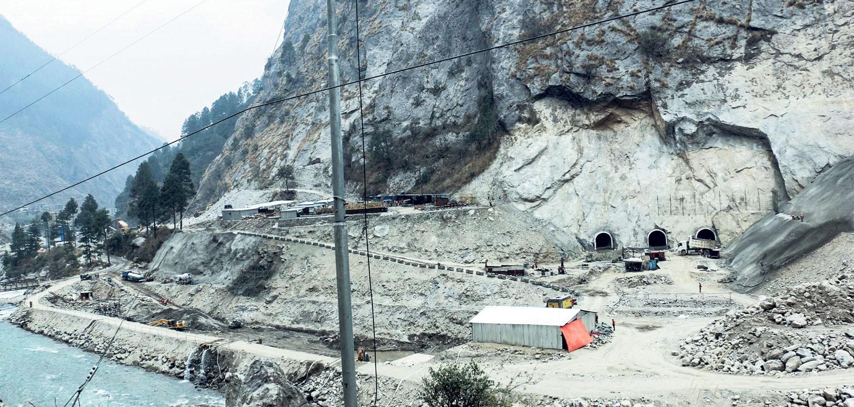 रसुवागढी जलविद्युत् आयोजनाको सुरुङभित्र थुनिएका १७ मजदुरकाे यसरी गरियो उद्धार