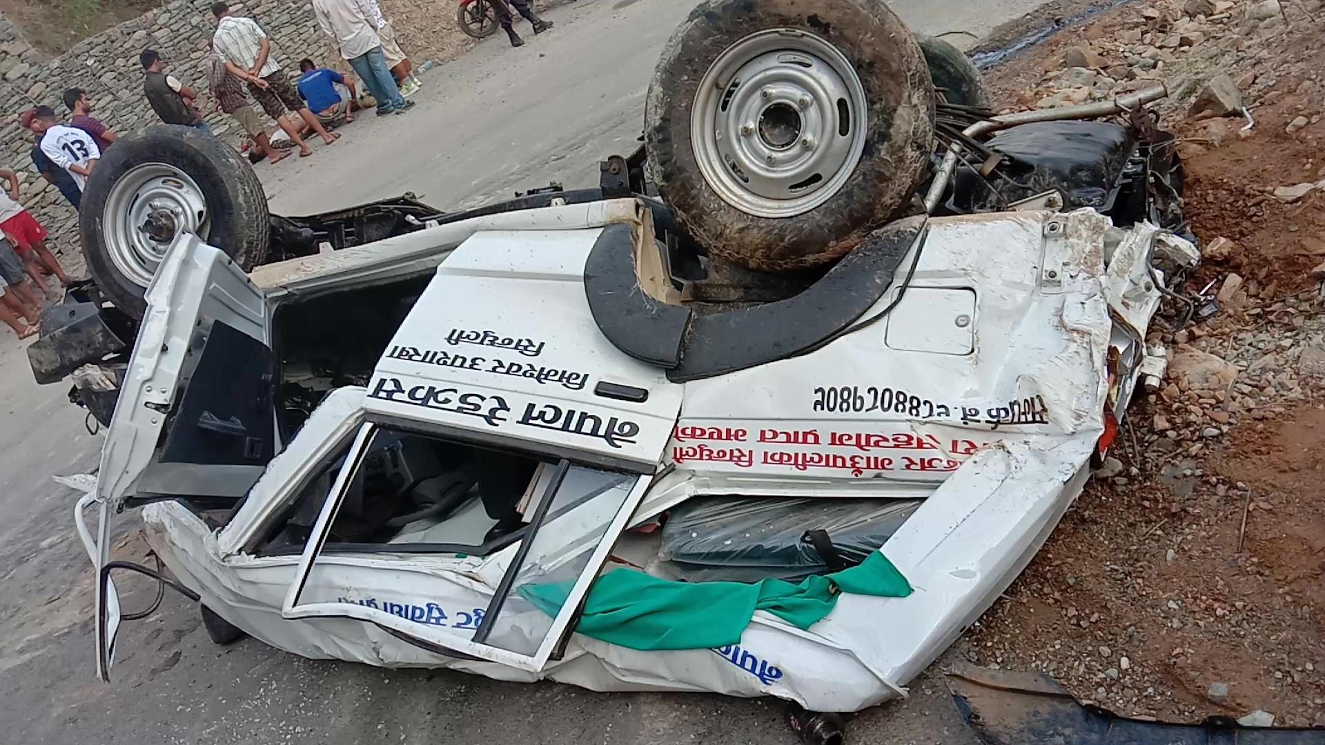 रामेछापमा एम्बुलेन्स दुर्घटना, चालकको मृत्यु