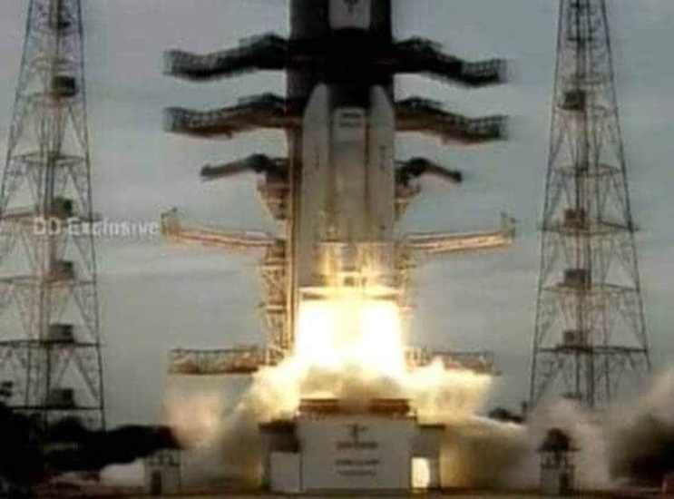 भारतद्वारा चन्द्रयान–२ को सकुशल प्रक्षेपण