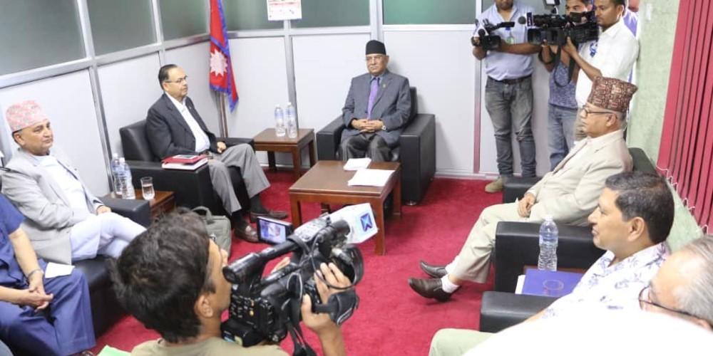 नेकपा सचिवालय बैठक बस्दै, प्रधानमन्त्री ओली नजाने
