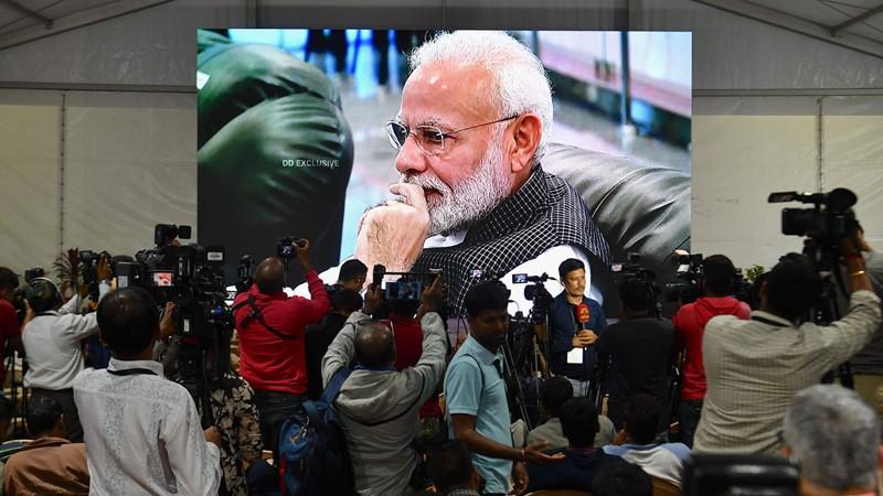 भारतको चन्द्रयान-२ सम्पर्कविहीन,  इसरोको मुख्यालयबाट प्रधानमन्त्री माेदी  फर्किए