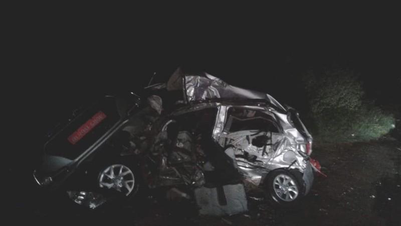 अपडेट: नवलपुरमा कार र ट्रक ठोक्किँदा ज्यान गुमाएका पाँचै जनाकाे सनाखत