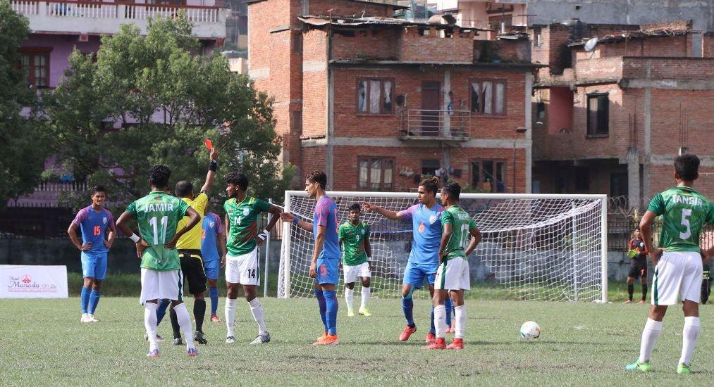 साफ यू–१८ फुटबल च्याम्पियनसिपको उपाधि भारतले जित्याे