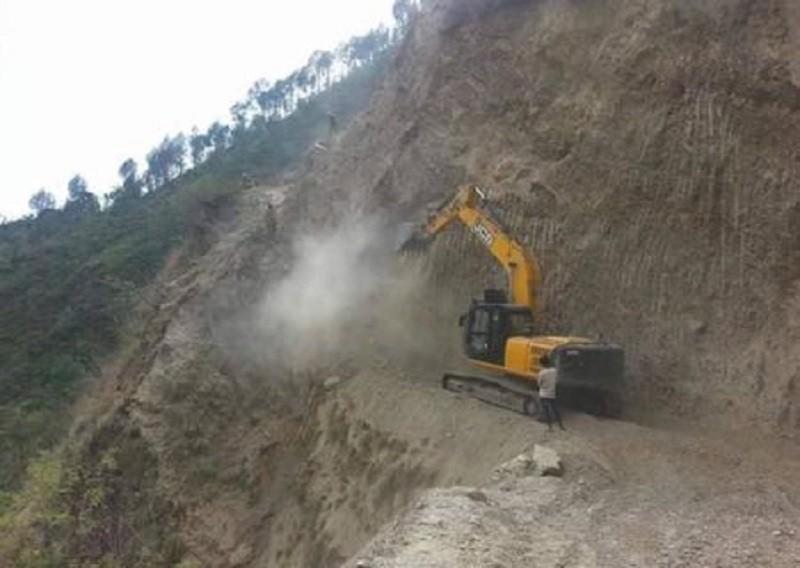 ओलाङचुङ्गोला लोकमार्गको निर्माण दुवैतर्फबाट अघि बढ्यो