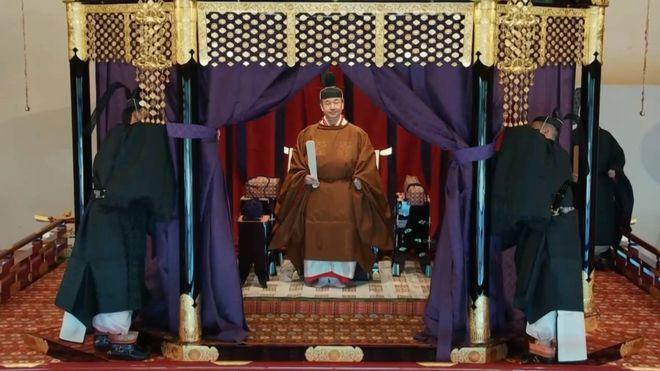 जापानका सम्राट नारुहितोको औपचारिक राजगद्दी आरोहण ! (फोटो फिचर)