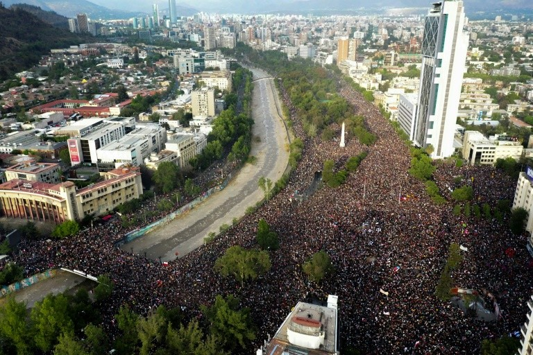 चिलीमा आपतकाल हटाइयो, विरोध प्रदर्शन जारी!