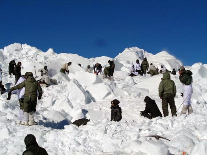 कश्मीरमा हिमपहिरो, ६ जनाको मृत्यु