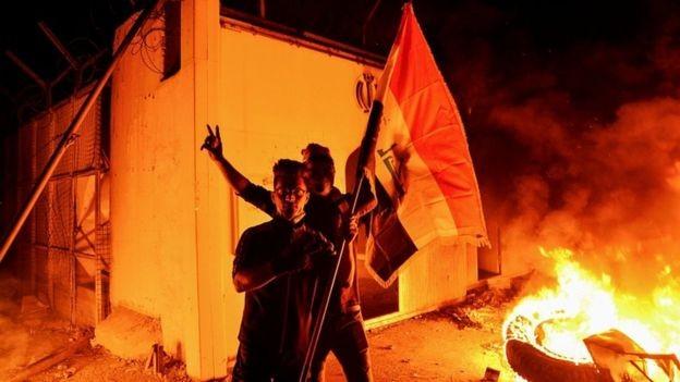 प्रदर्शनकारीद्वारा इरानी वाणिज्य दूतावासमा आगजनी