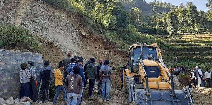 अपडेट : माटोको ढिस्कोमा पुरिएर एकै गाउँका ५ जनाको मृत्यु