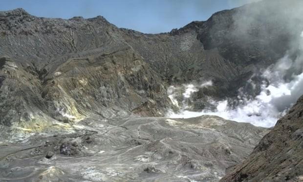 न्युजिल्यान्डको ह्वाइट टापुमा ज्वालामुखी विस्फोट, सय पर्यटक बेपत्ता