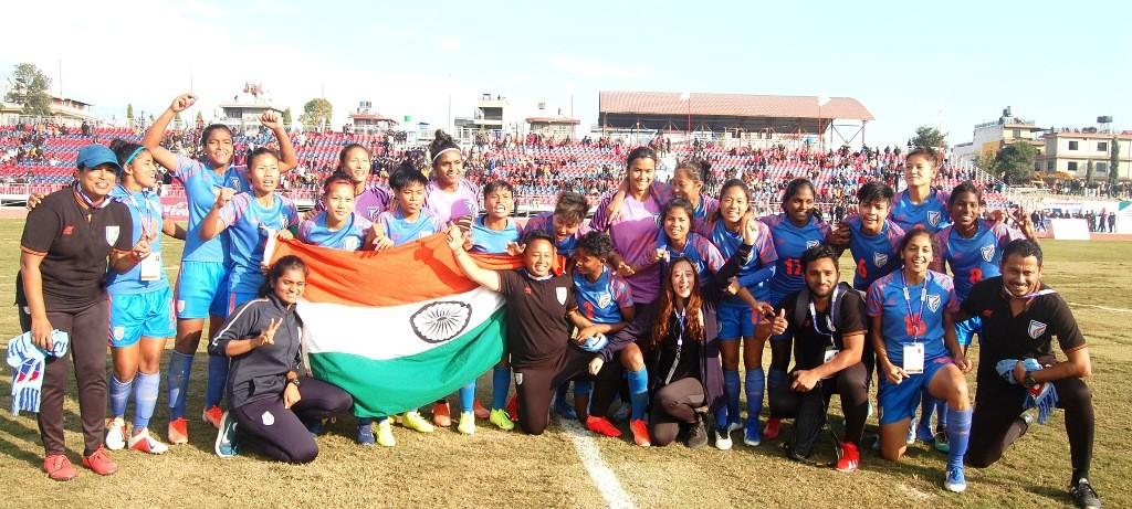 भारतले जित्याे महिला फुटबलकाे स्वर्ण:नेपाली प्रशिक्षक हरि खड्काले दिए राजिनामा