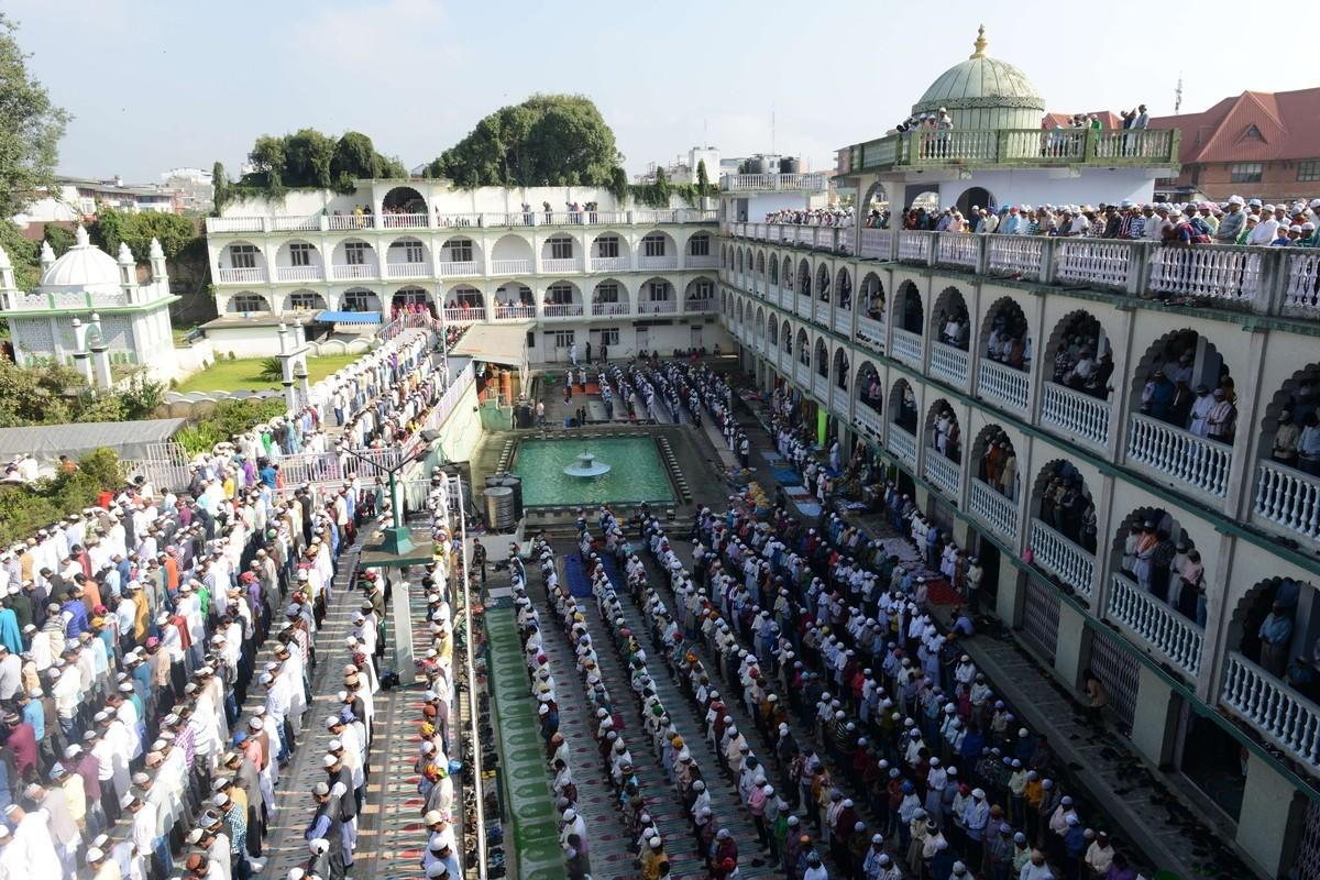 नमाज पढ्दै गरेका १४ जना मस्जिदबाटै पक्राउ