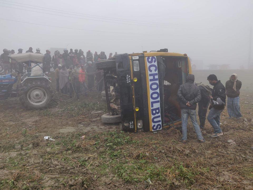 मोरङको रंगेलीमा कलेज बस दुर्घटना, एकजनाको मृत्यु