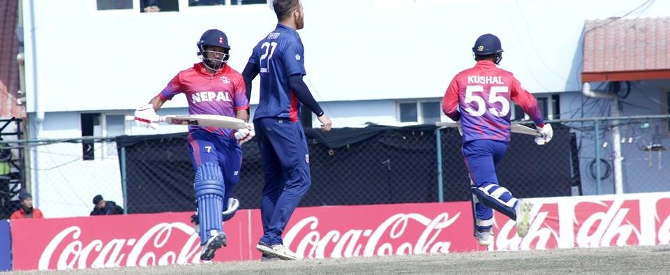 आइसीसी विश्वकप लिग २ : तेस्रो खेलमा ओमानविरुद्ध ब्याटिङ गर्दै नेपाल
