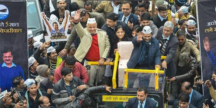 दिल्ली विधानसभा निर्वाचन : आम आदमी पार्टी बहुमततर्फ