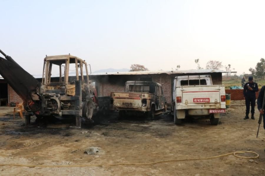 कपिलबस्तुमा अज्ञात समुहद्वारा ६ वटा गाडीमा आगजनी