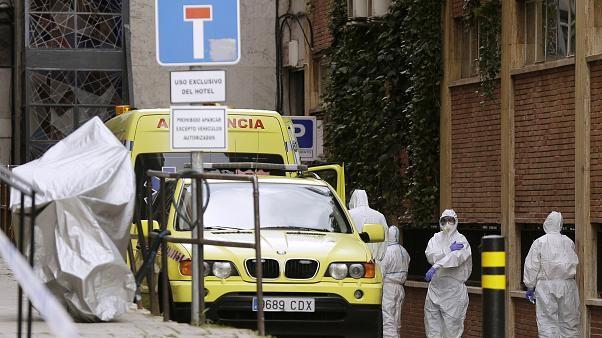 स्पेनमा एकै दिन ७१६ जनाको मृत्यु