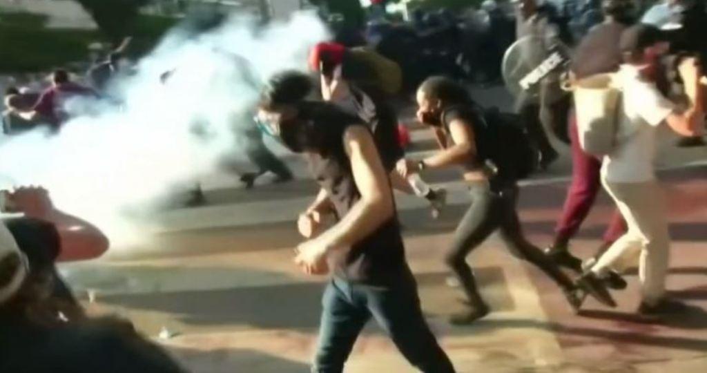 अमेरिकामा हिंसात्मक प्रदर्शन : सेना परिचालन गर्ने ट्रम्पको घोषणा(भिडियाेसहित)