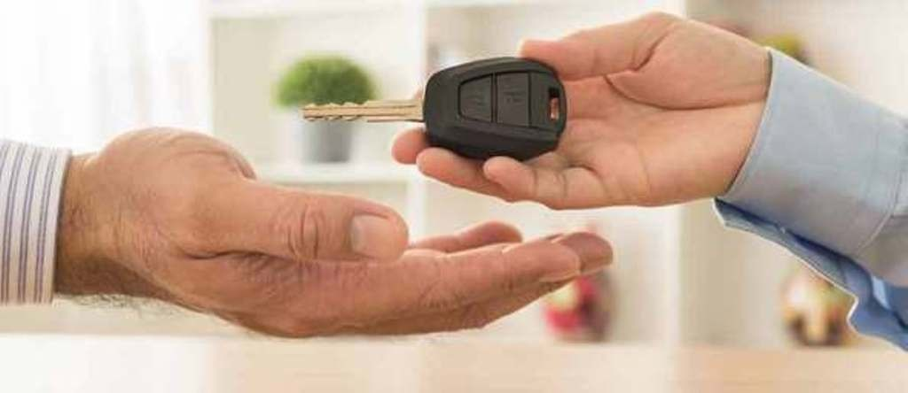 यातायात व्यवसायीले बैँकमा बुझाए गाडीको चाबी