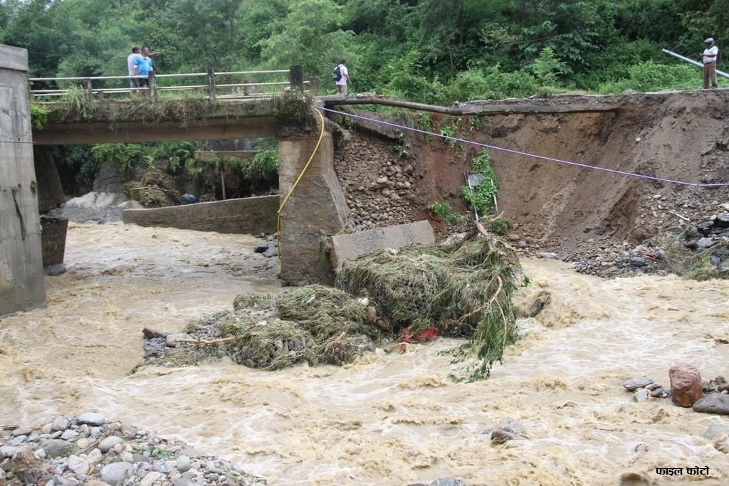 गण्डकी प्रदेशमा बाढीकाे वितण्डा: सडक, पुल र मन्दिर बगायाे